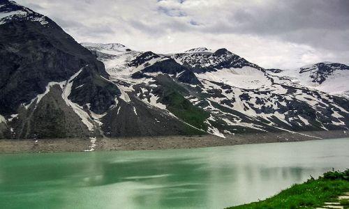 AUSTRIA / Salzburger Land  Okolice Kaprun.  / Sztuczne jezioro Wasserfalldoden / A woda jest zielona