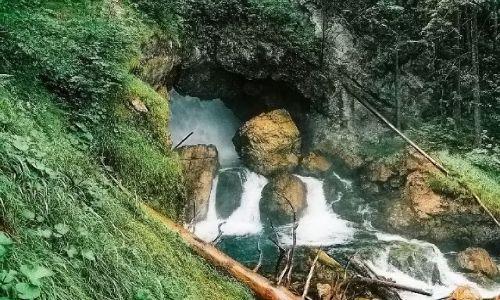 AUSTRIA / Salzburger Land   / Okolice miejscowości Golling, Wodospad Schwarzbachfall zwany też Gollinger Wasserfall / Dziurawy kocioł