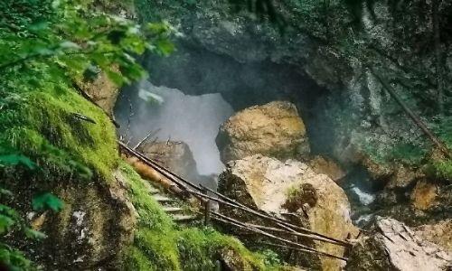 AUSTRIA / Salzburger Land Okolice miejscowości Golling / Wodospad Schwarzbachfall zwany też Gollinger Wasserfall / Spoglądając w wielką wyrwę