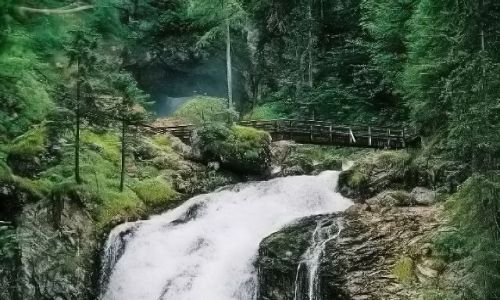 AUSTRIA / Salzburger Land Okolice miejscowości Golling / Wodospad Schwarzbachfall zwany też Gollinger Wasserfall / Woda na progu