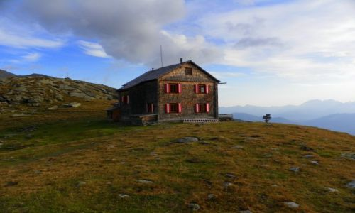 AUSTRIA / Karyntia / Hugo Gerbers Hütte / Konkurs - Schronisko Hugo Gerbers w jesienny poranek