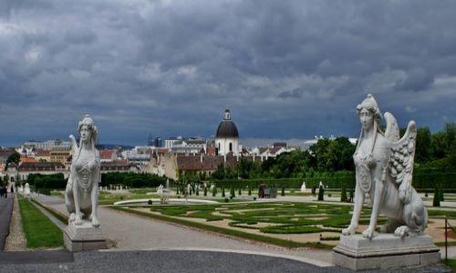 AUSTRIA / - / Wiedeń / Ogród i rzeźby Belwederu