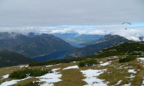 AUSTRIA / ok salzburga / poniżej lodowca dachstein  / widok na Hallstatter see