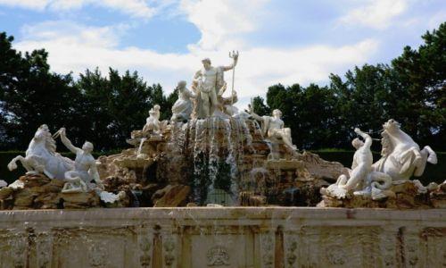 Zdjęcie AUSTRIA / Wiedeń / Ogród francuski w parku Schönbrunn / Fontanna Neptuna