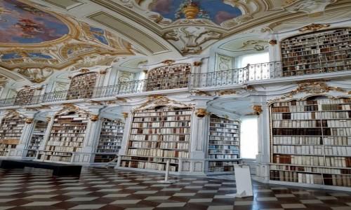Zdjęcie AUSTRIA / kraj związkowy Styria / Admont / Pomieszczenie biblioteki ze zbiorami największymi na świecie