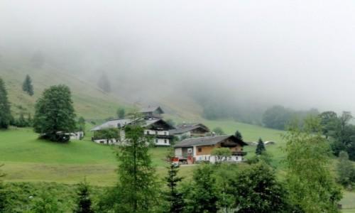 Zdjecie AUSTRIA / Kraj Salzburski / Fusch an der Grossglocknerstrasse  / Poranek w alpejskiej wiosce