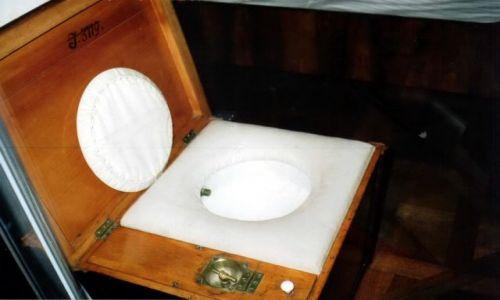 AUSTRIA / Wiedeń / Schonbrunn / Cesarska toaleta