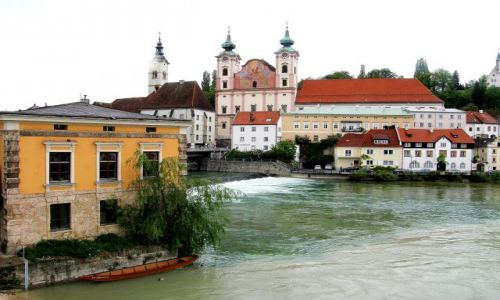 Zdjecie AUSTRIA / Górna Austria / widok na kościól św. Michała Archanioła / Steyr,