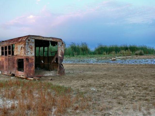 Zdjęcia: Qobustan, Wybrzeże Morza Kaspijskiego, Ujście miejskiego ścieku do morza, AZERBEJDżAN