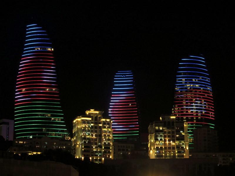 Zdjęcia: Baku, Baku, Ogniste Wieże nocą, Baku , AZERBEJDżAN