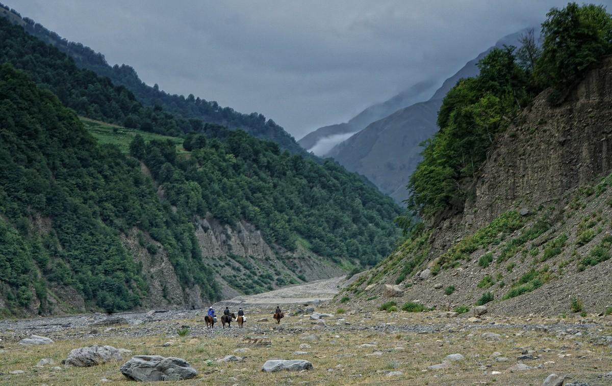 Zdjęcia: w drodze do Laza, płn Azerbejdżan, Nieodłączny towarzysz dżygita.... koń., AZERBEJDżAN