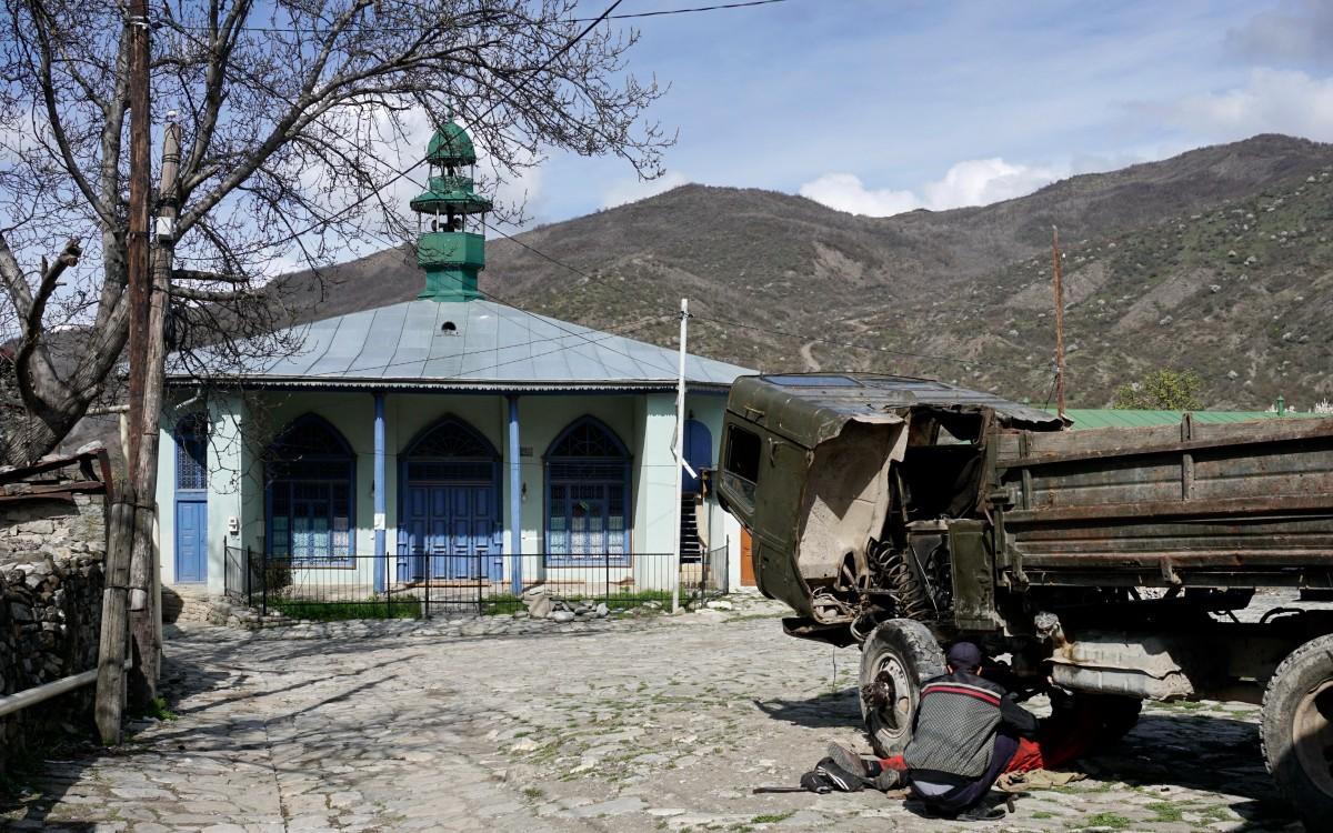 Zdjęcia: Lahic, Szirwan, Na placu pod meczetem, AZERBEJDżAN