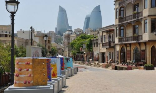 AZERBEJDżAN / Baku / Baku / Dwie epoki