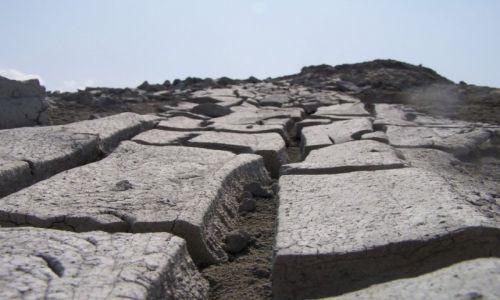 Zdjecie AZERBEJDżAN / Qobustan / pustynia / widziane z pozycji mrówki pustynnej