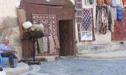 Zdjęcie AZERBEJDżAN / Baku / Stare Miasto / sprzedawca staroci
