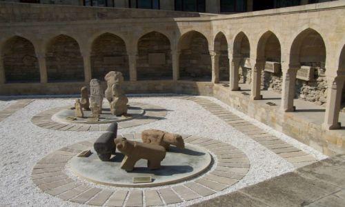 Zdjęcie AZERBEJDżAN / Baku / okolica Wieży Dziewiczej / średniowieczne kamienie nagrobne