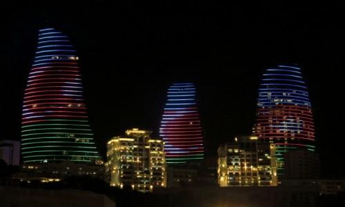 Zdjęcie AZERBEJDżAN / Baku / Baku / Ogniste Wieże nocą, Baku