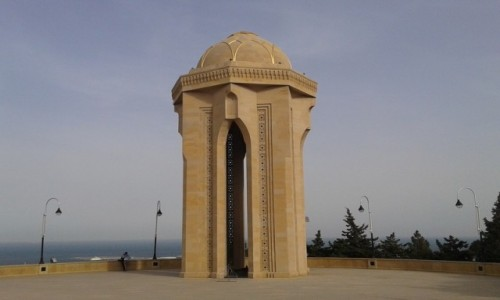 Zdjęcie AZERBEJDżAN / Baku / Baku / Kaplica/wieża z wiecznym ogniem, Aleja Męczenników, Baku