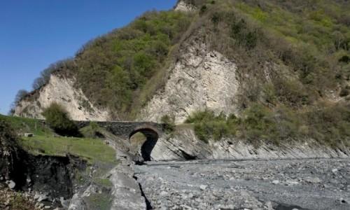 Zdjecie AZERBEJDżAN / Szeki / Ilisu / Most Ułu Kiorpiu