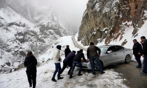 Zdjecie AZERBEJDżAN / Quba / Xinaliq / Niebezpieczna droga do Chynałyg (Xınalıq)
