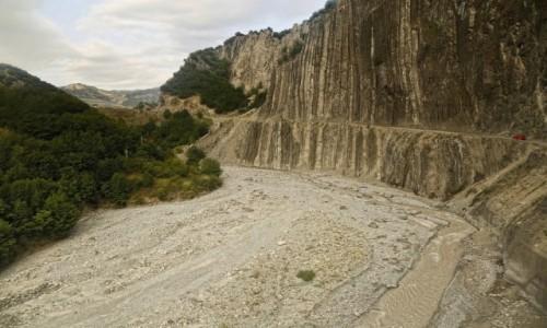 AZERBEJDżAN / płn Azerbejdżan / droga do Lahic / skalne organy