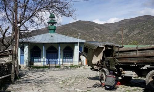 Zdjecie AZERBEJDżAN / Szirwan / Lahic / Na placu pod meczetem