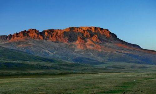 AZERBEJDżAN / Wielki Kaukaz / Z drogi w kierunku Bazarduzu (4466m) / Zachód słońca na Szachdagu (4232m)