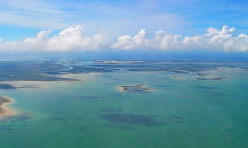Zdjecie BAHAMY / OCEAN ATLANTYCKI / MIĘDZY W-MI BAHAMA A ATLANTĄ / Z DALEKA