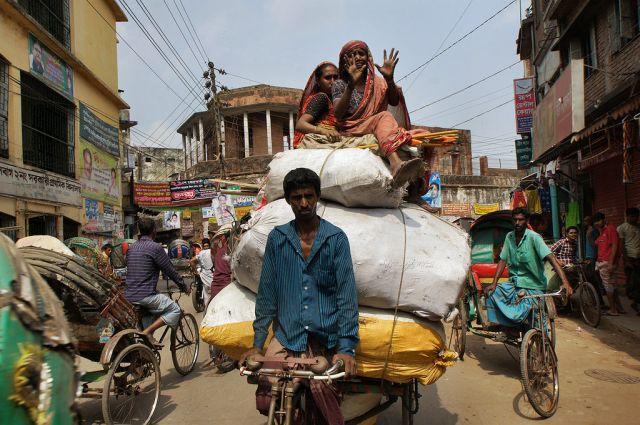 Zdjęcia: Dhaka, ile zmieści się na rikszę rowerową?, BANGLADESZ