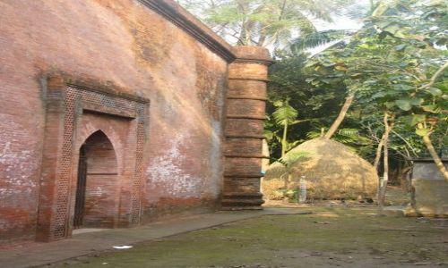 BANGLADESZ / Khulna / Bagerhat / Meczet na podwórku