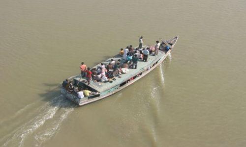 BANGLADESZ / Bagerhat / Nad rzeką / Pasażerski transport rzeczny