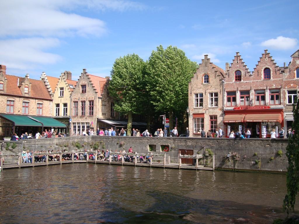 Zdjęcia: Brugia, Północno- zachodnia Belgia, Czekając na łódkę..., BELGIA