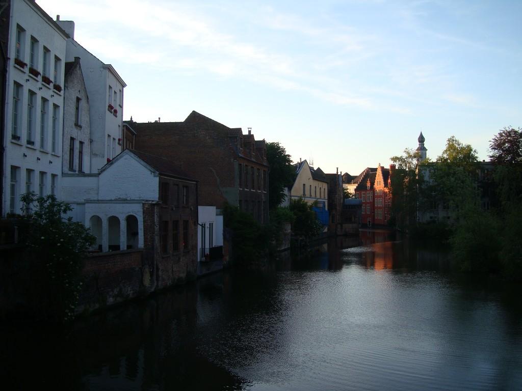 Zdjęcia: Gandawa, Flandria, Mały czerwony domek..., BELGIA