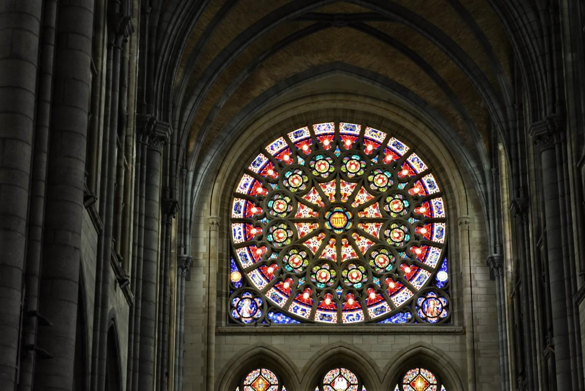 Zdjęcia: Arlon, Walonia, Arlon, kościół św. Marcina, rozeta, BELGIA