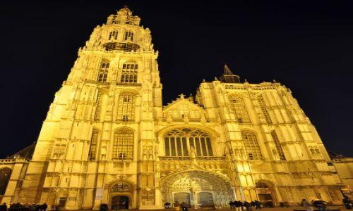 Zdjecie BELGIA / - / Antwerpia / Antwerpia nocą-Kościół NMP