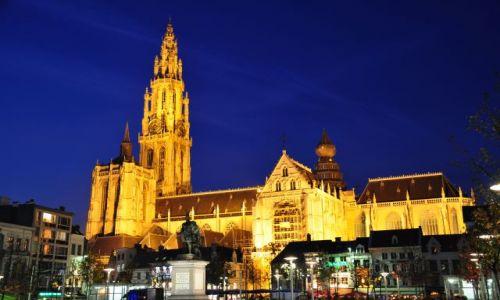 Zdjecie BELGIA / - / Antwerpia / Antwerpia nocą-Kościół NMP II