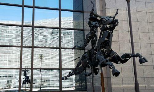 Zdjęcie BELGIA / Bruksela / Dzielnica Europejska / Prototyp motocyka??!!