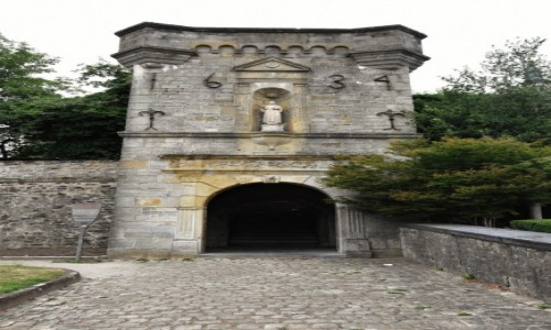 Zdjęcie BELGIA / Walonia / Arlon / Arlon, brama nieistniejącego kościoła św. Marcina (w historii obecny jest 4)