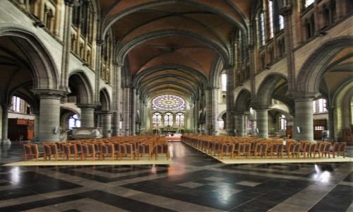 BELGIA / Walonia / Arlon / Arlon, kościół św. Marcina z XX w.
