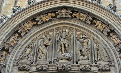 Zdjecie BELGIA / - / Bruksela / W tympanonie portalu głównego ratusza