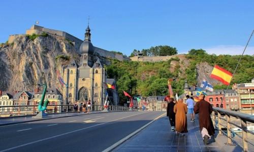 Zdjecie BELGIA / prowincja Namur / Dinant / Saksofonowy summertime na moście de Gaulle'a