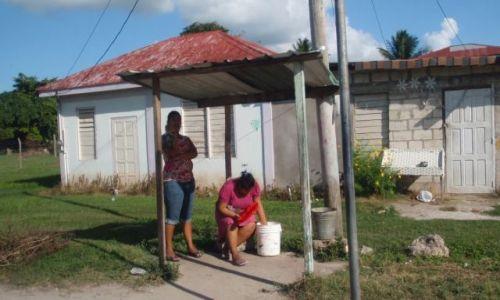 BELIZE / - / okolice Orange Walk / przystanek autobusowy w Belize