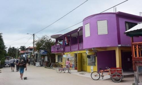 BELIZE / - / Caye Caulker / Caye Caulker pełne  kolorowych, drewnianych domów