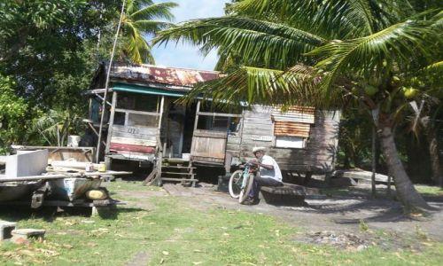 BELIZE / brak / Karaiby / stary Kreol przed domem