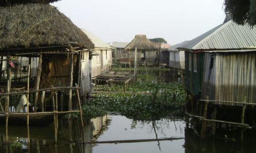 BENIN / Cotonou / Jezioro GANVIE / wieś na palach