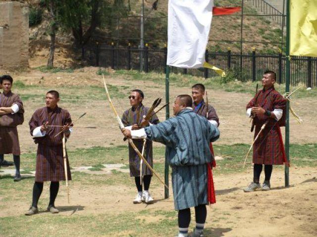Zdjęcia: Thimpu, Narodowy sport strzelanie z łuku do tarczy 20cm z odl. 120 m, BHUTAN