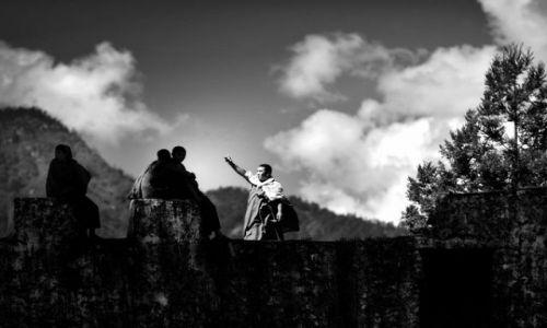 Zdjecie BHUTAN / Azja / mury jednego z klasztorów / Gdzieś w chmura