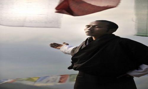 Zdjecie BHUTAN / Azja / Bhutan / wśród modlitewn