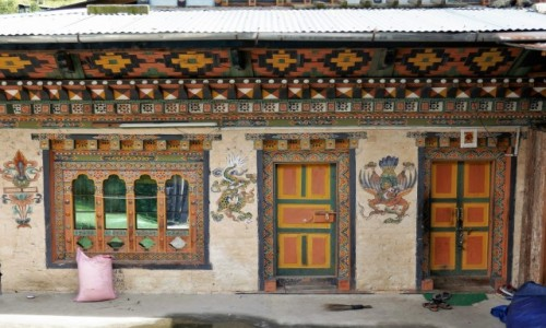 Zdjęcie BHUTAN / Bhutan środkowy / Gdzieś po drodze / W Bhutanie wszystkie domy są pięknie ozdobione