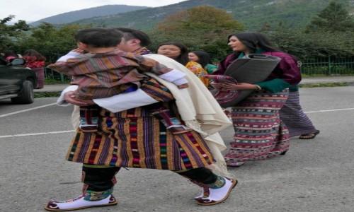 Zdjecie BHUTAN / Thimpu / Thimpu Tsechu / Bhutańska rodzina powracająca z festiwalu
